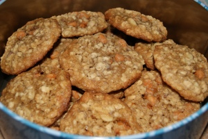 Butterscotch Almond Oatmeal {My Mom's Favorite.  I fill a cookie tin for her every year with just these cookies.}
