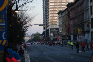 7:15am.  Runners heading towards the Starting Line.